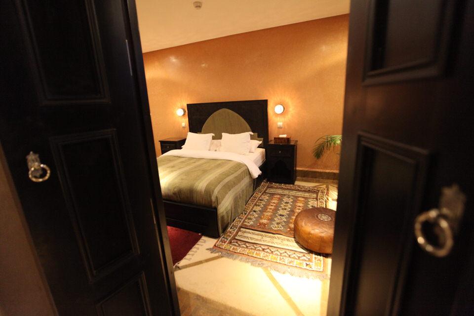 https://www.riad-dar-haven.com/wp-content/uploads/2013/10/Taroudantbedroom.jpg